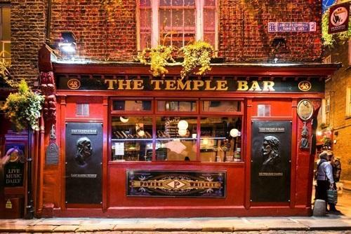 Bar Crawl & Club Entry