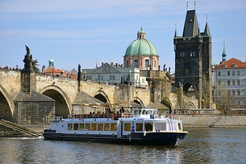 Private River Cruise With Food