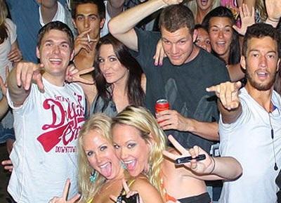 Pub Crawl & Nightclub Entry