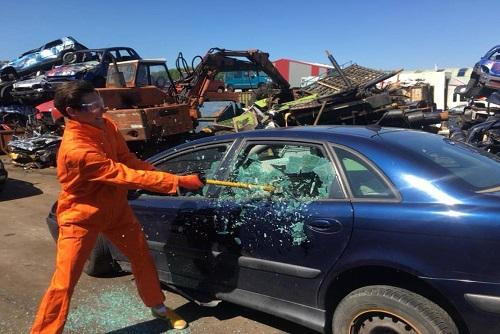 Smash The Car