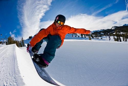 Snowboarding/Skiing